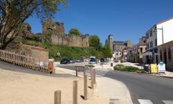 a proximité du chateau de talmont saint hilaire